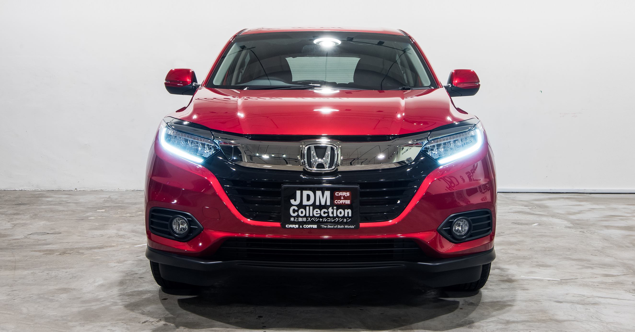The New Honda Vezel features a more upright upper grille that flows into the new LED headlamps, sharper bumper, new fog light housing and revised lower grille. At the rear, a thin chrome strip connects the tail lamps.