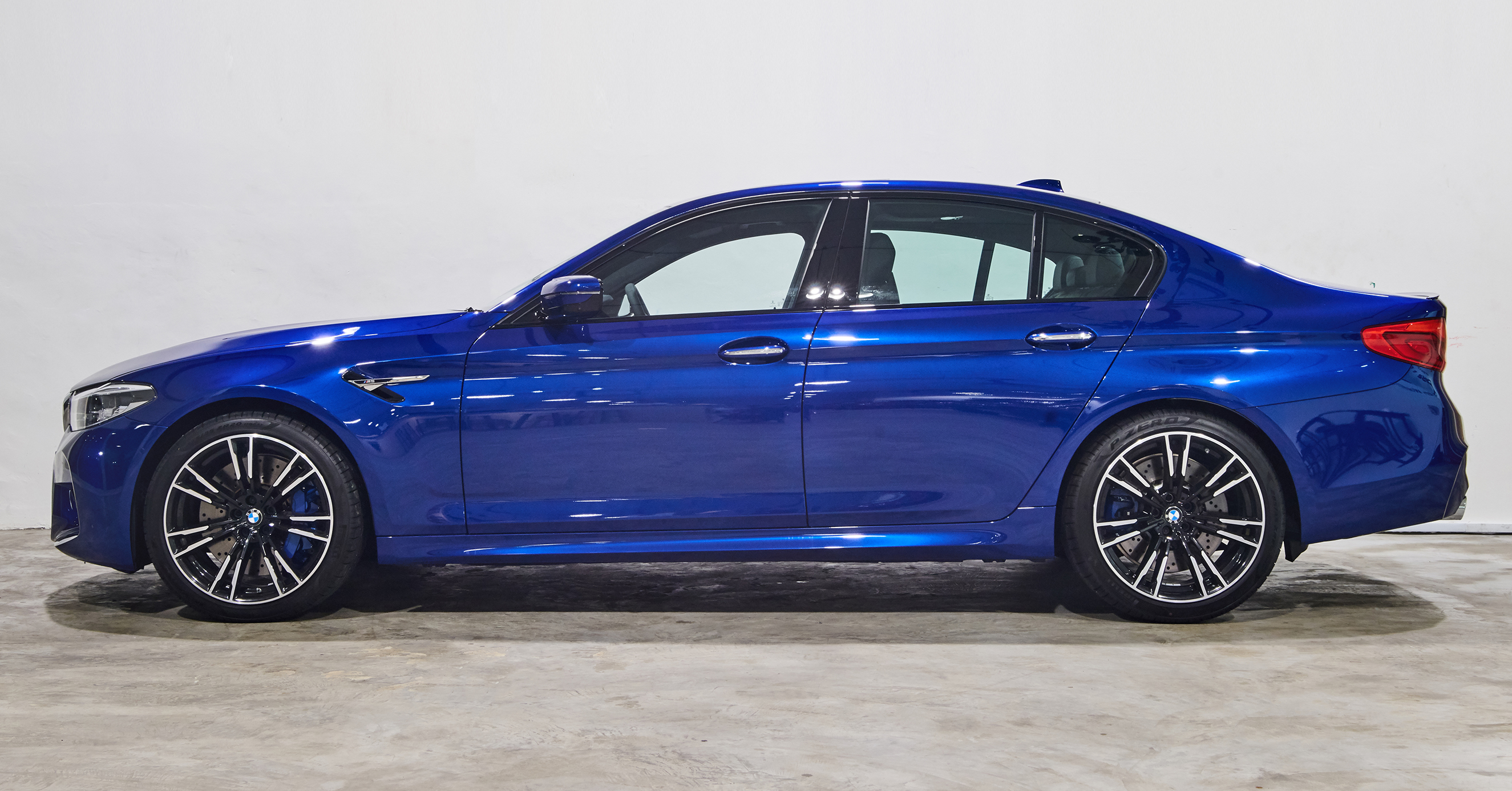 The M5 is an uncompromising combination of elegance and high performance. Beneath its suave and chiseled looking sheet metal is a machine that raring to hit the roads and melt some asphalt, a machine that is quintessentially Jekyll and Hyde.