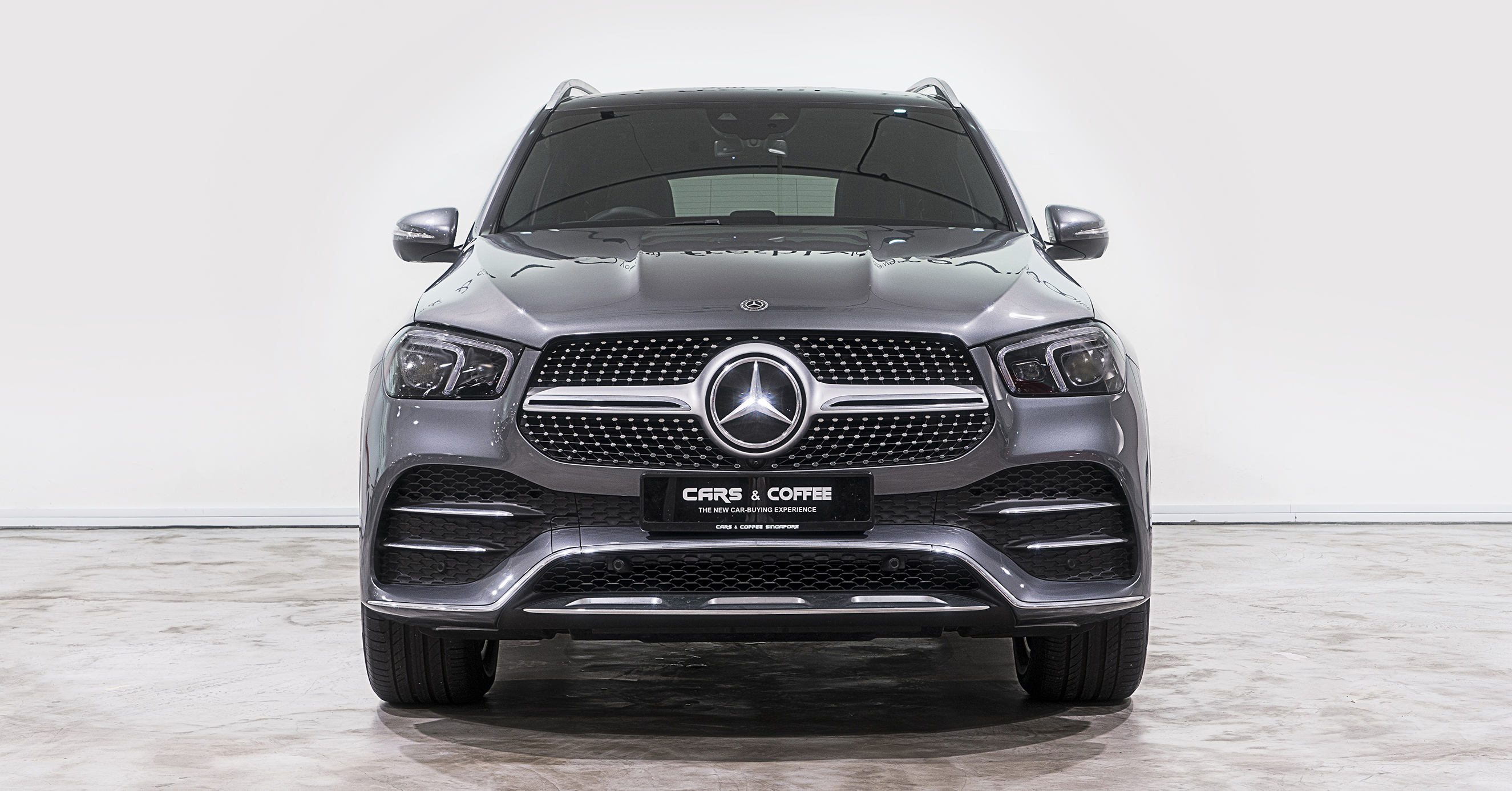 The luxury SUV that started the segment once again leads the way. Roomier, with a 3-inch-longer wheelbase, it's also more agile and aerodynamic. And from LED headlamps to a bold yet elegant cabin, it wraps first-in-class tech in finely tailored style.