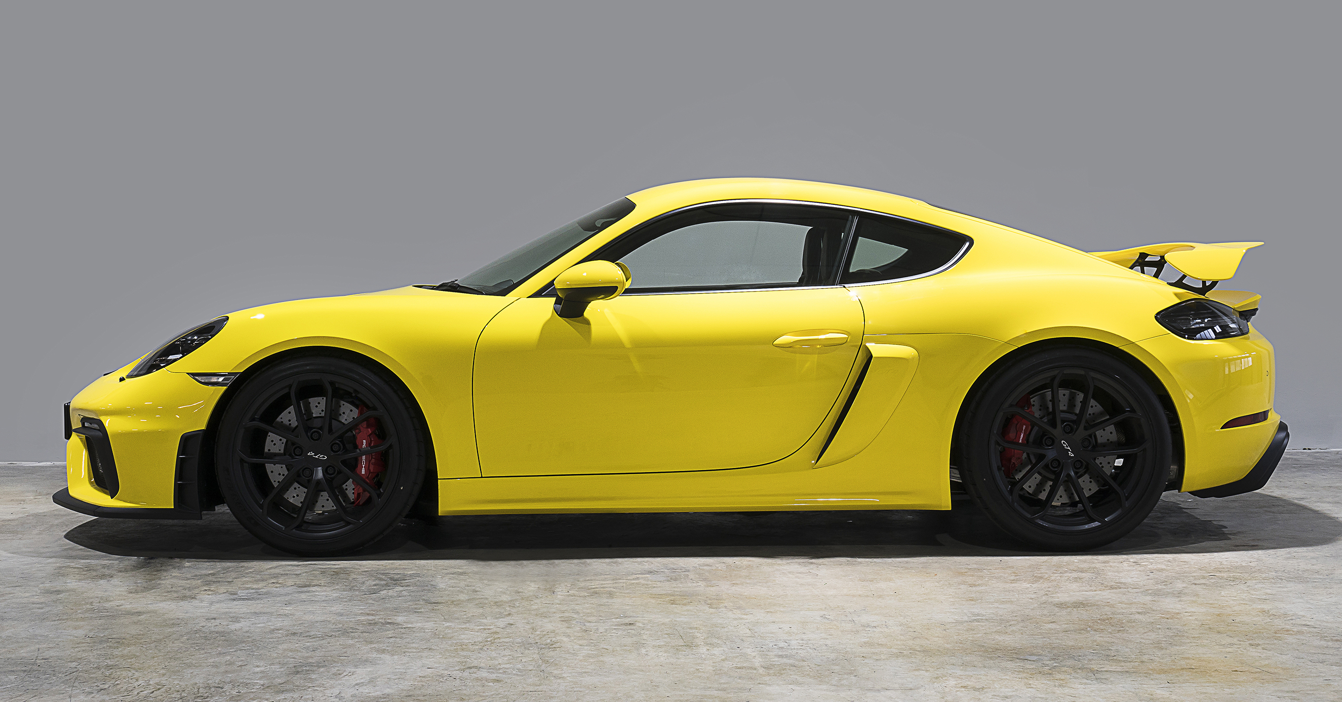 The New Porsche 718 Cayman is the perfect sports car for those who like to push the limits. For those who would rather ask 'why not?' than 'why?'. For those who take fun seriously and who would rather sit in a sports seat than a leather armchair.
