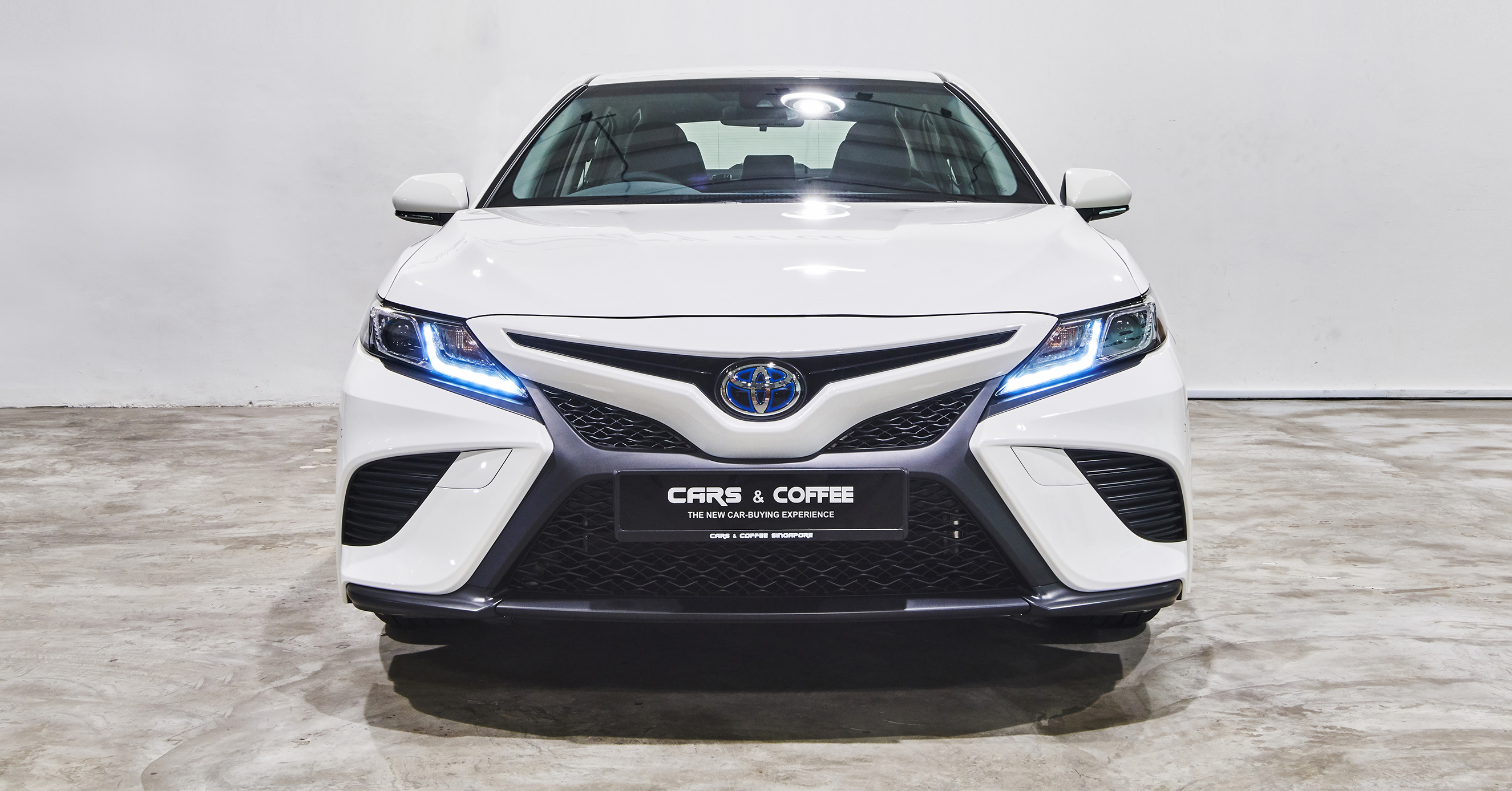 Sleek and seductive, the eye-catching Camry blends brilliance with beauty to make a lasting impression.
